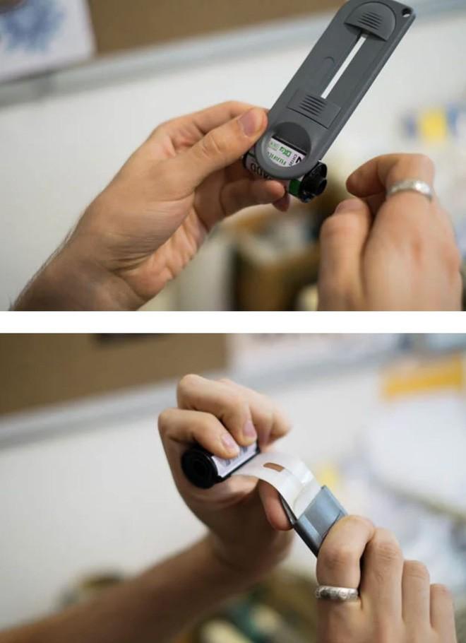 Cận cảnh quá trình tráng rửa và scan ảnh film 35mm tại các phòng lab, nhìn xong mới thấy trầm trồ - Ảnh 3.