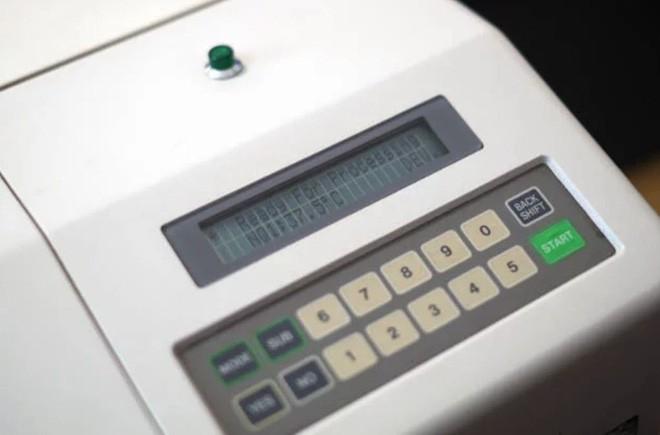 Cận cảnh quá trình tráng rửa và scan ảnh film 35mm tại các phòng lab, nhìn xong mới thấy trầm trồ - Ảnh 8.