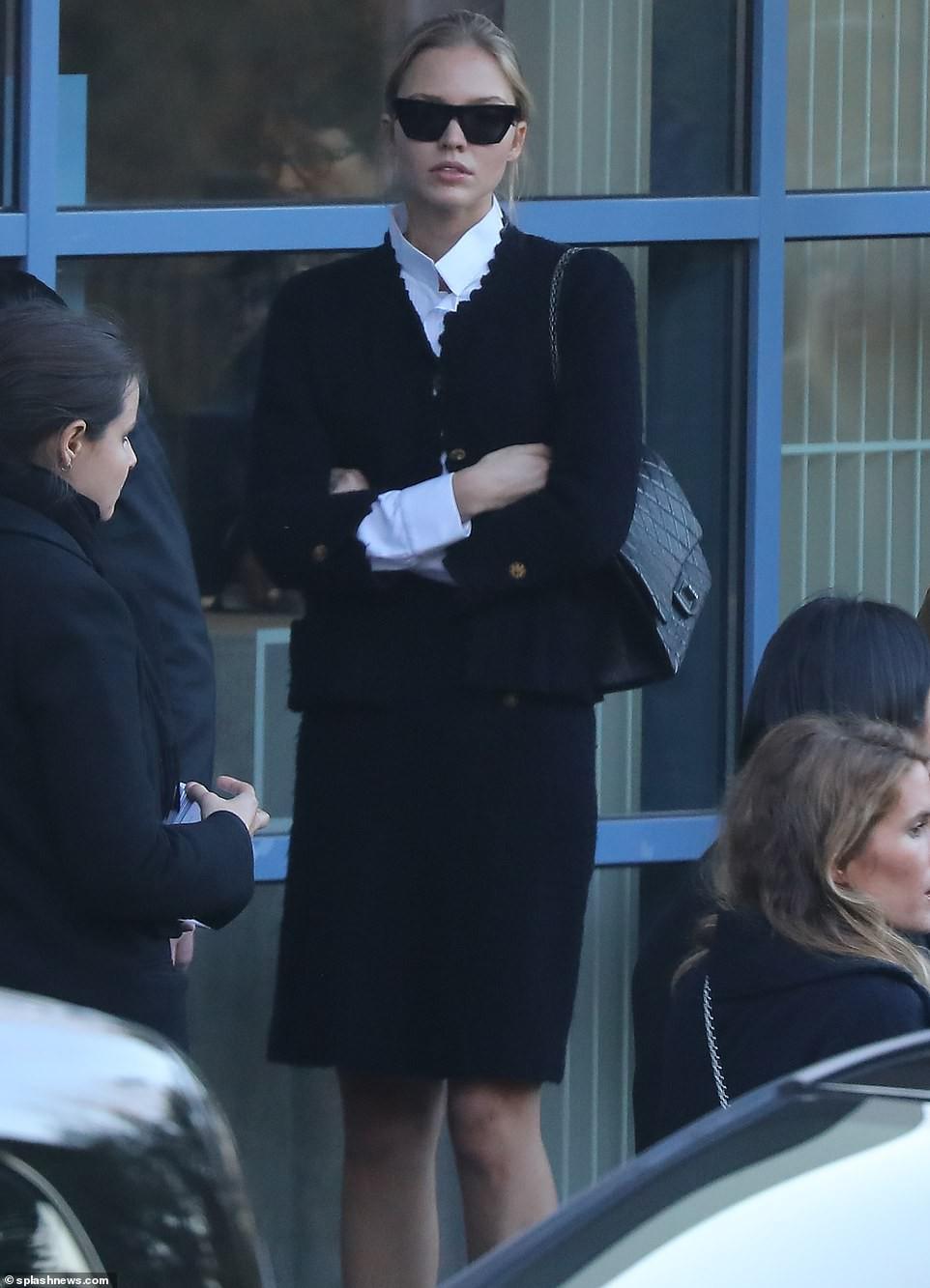 Lễ hỏa táng của huyền thoại Karl Lagerfeld: Công chúa Monaco, tổng biên tạp chí Vogue cùng dàn siêu mẫu đến tiễn đưa - Ảnh 12.