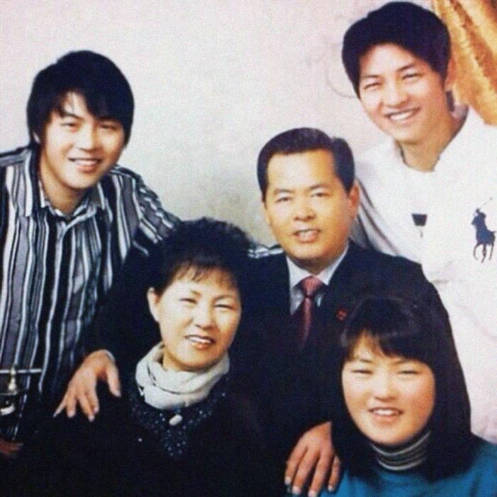 Đặt chồng của 3 mỹ nhân Song Hye Kyo, Kim Tae Hee, Jeon Ji Hyun lên bàn cân: Chênh lệch từ gia thế tới ngoại hình - Ảnh 15.