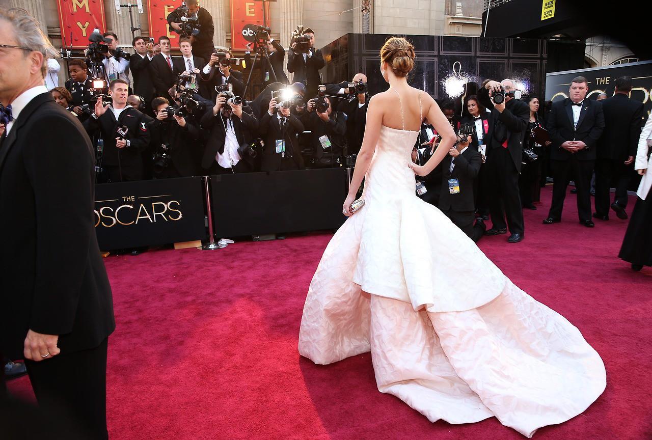 Để chuẩn bị trảy hội Oscar, các ngôi sao đã chi cả tỷ đồng để làm đẹp không dao kéo ra sao? - Ảnh 1.