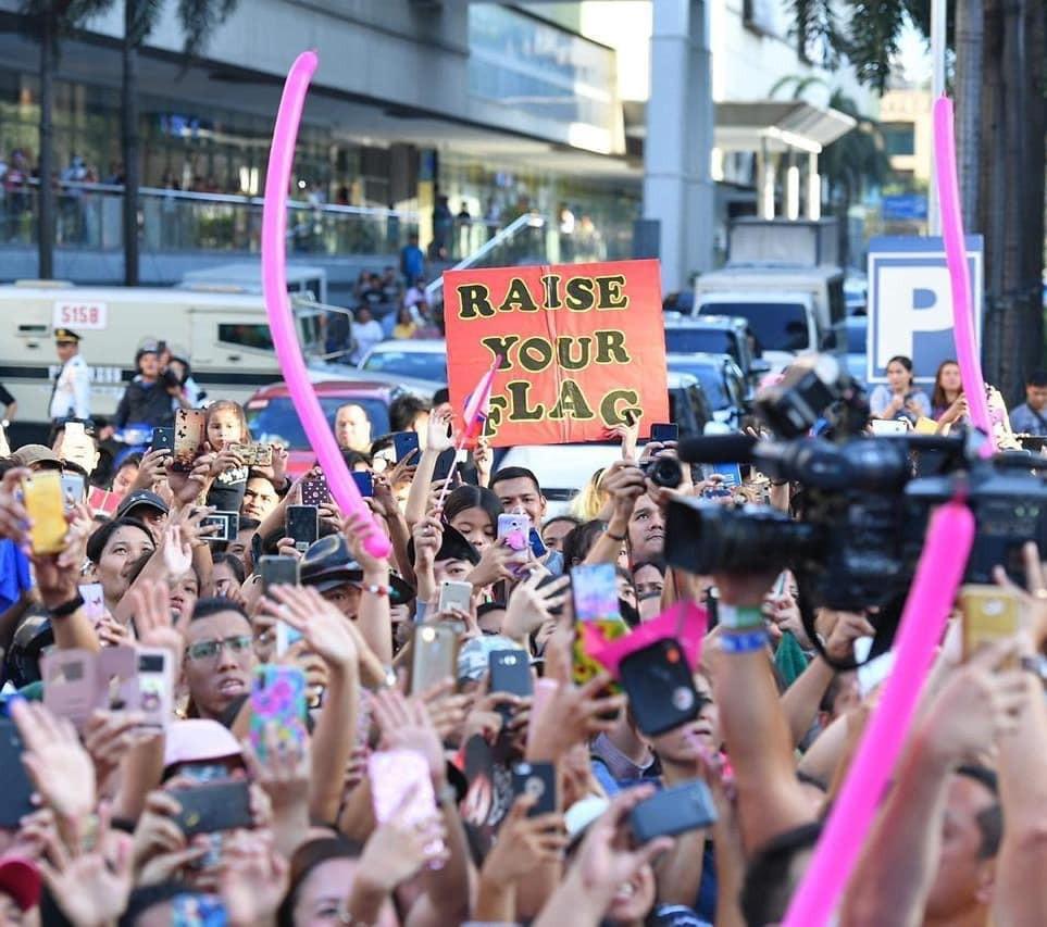 Sự cố hi hữu trong lịch sử Miss Universe: Đang diễu hành, Hoa hậu làm vỡ vương miện 6 tỉ và phản ứng bất ngờ sau đó - Ảnh 4.