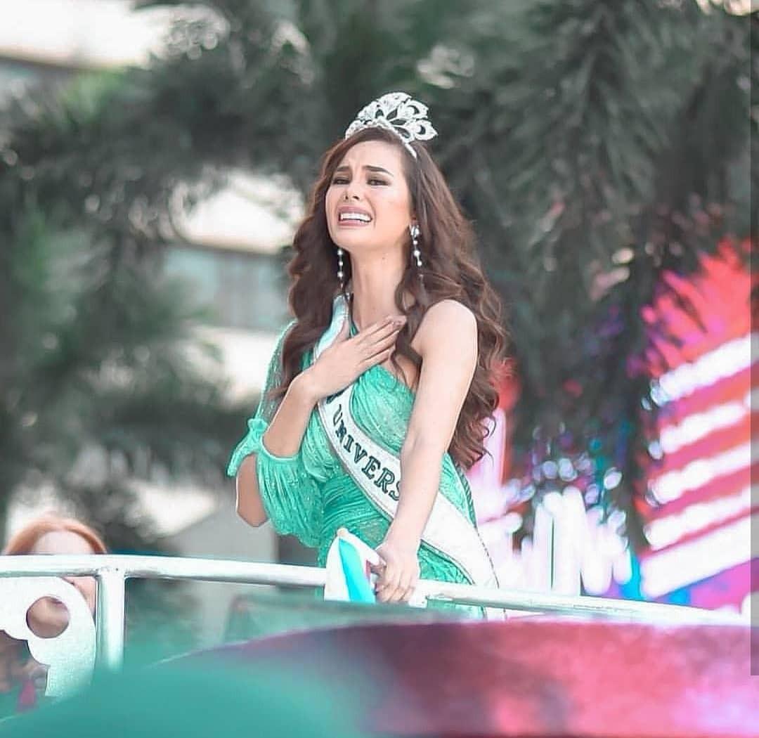 Sự cố hi hữu trong lịch sử Miss Universe: Đang diễu hành, Hoa hậu làm vỡ vương miện 6 tỉ và phản ứng bất ngờ sau đó - Ảnh 12.