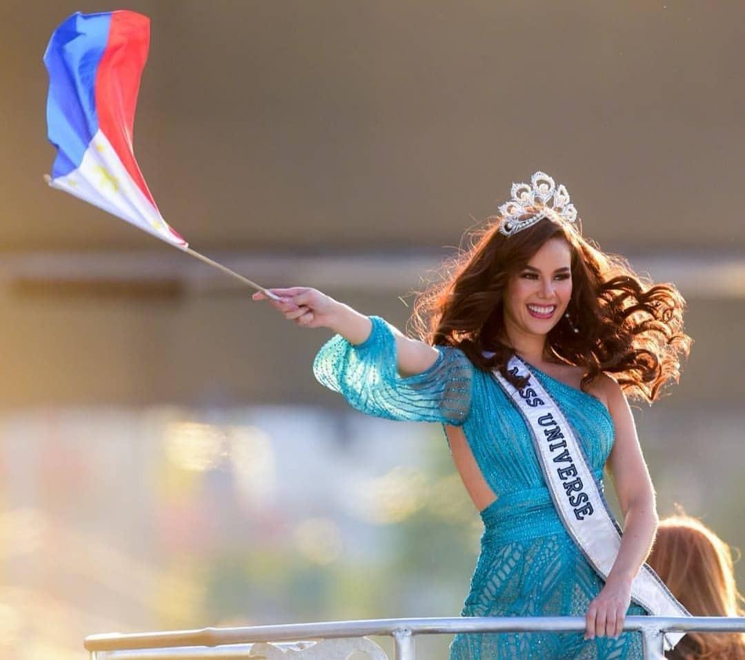 Sự cố hi hữu trong lịch sử Miss Universe: Đang diễu hành, Hoa hậu làm vỡ vương miện 6 tỉ và phản ứng bất ngờ sau đó - Ảnh 13.