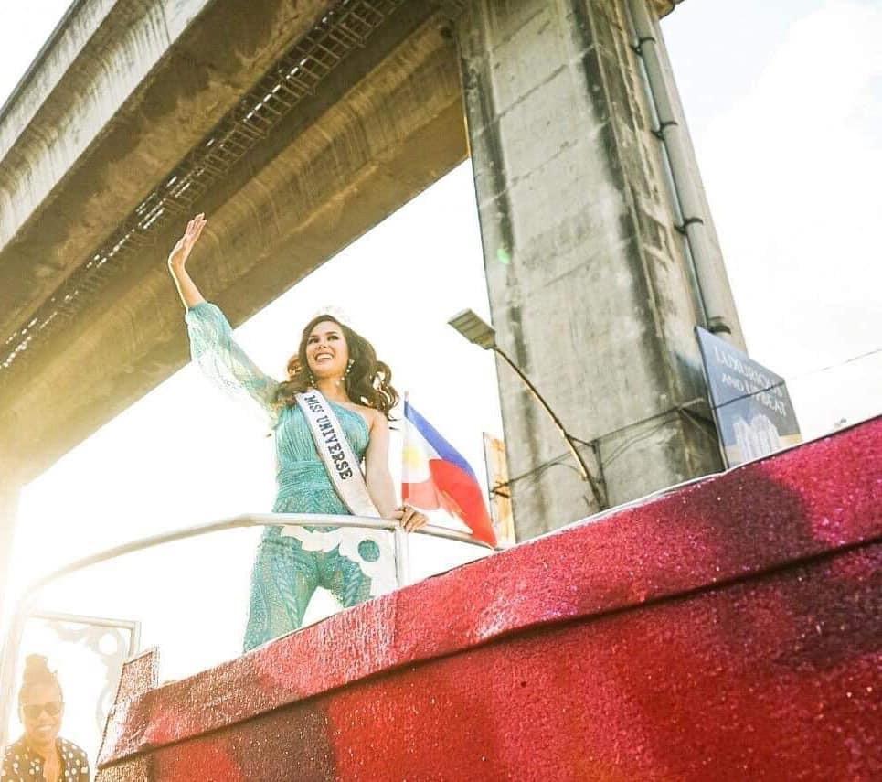 Sự cố hi hữu trong lịch sử Miss Universe: Đang diễu hành, Hoa hậu làm vỡ vương miện 6 tỉ và phản ứng bất ngờ sau đó - Ảnh 5.