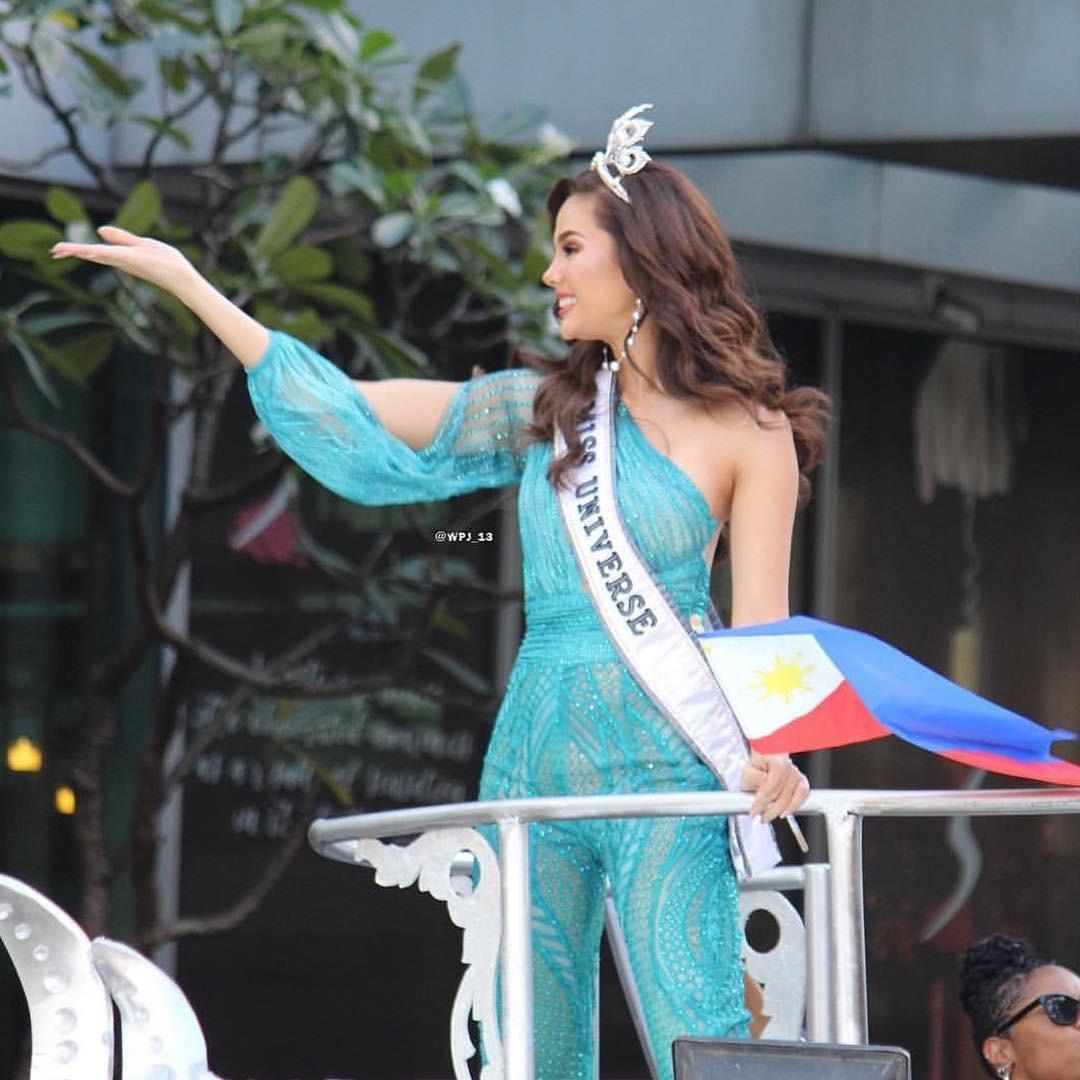 Sự cố hi hữu trong lịch sử Miss Universe: Đang diễu hành, Hoa hậu làm vỡ vương miện 6 tỉ và phản ứng bất ngờ sau đó - Ảnh 10.