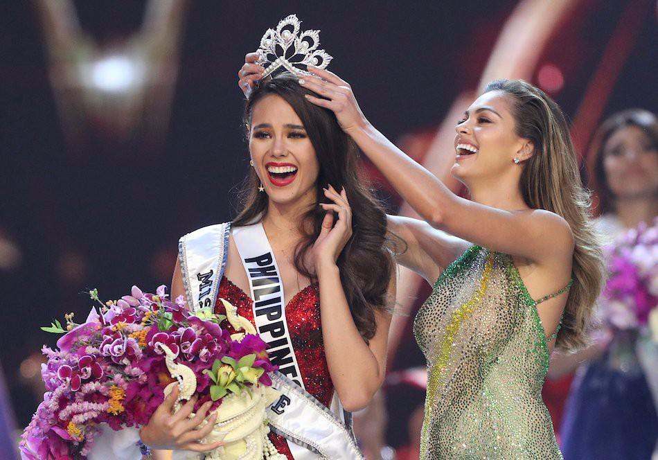 Sự cố hi hữu trong lịch sử Miss Universe: Đang diễu hành, Hoa hậu làm vỡ vương miện 6 tỉ và phản ứng bất ngờ sau đó - Ảnh 14.