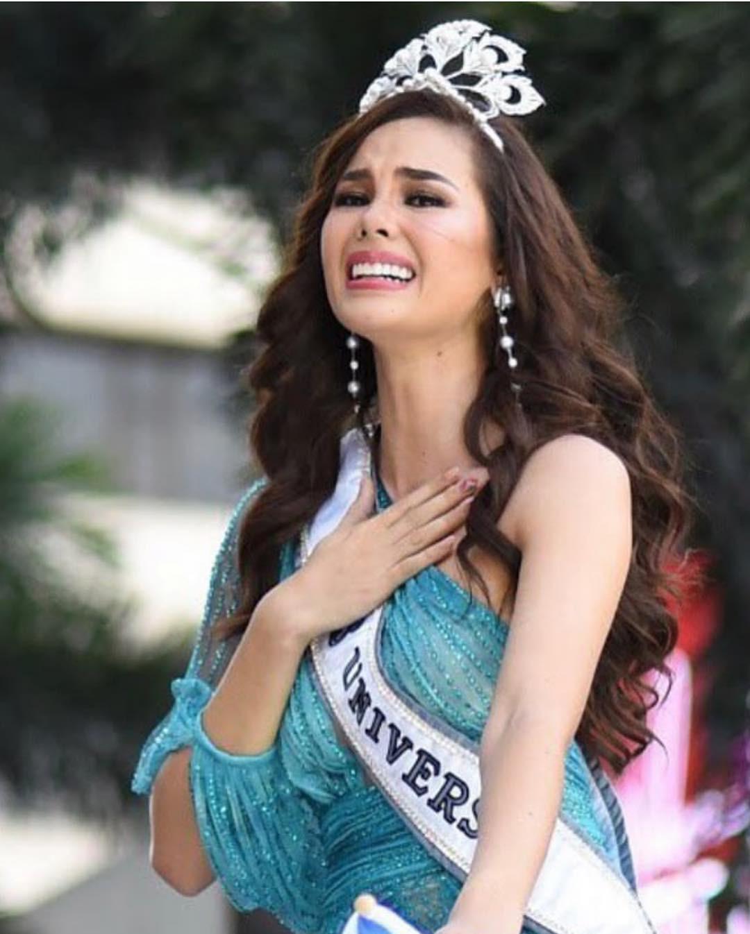 Sự cố hi hữu trong lịch sử Miss Universe: Đang diễu hành, Hoa hậu làm vỡ vương miện 6 tỉ và phản ứng bất ngờ sau đó - Ảnh 11.