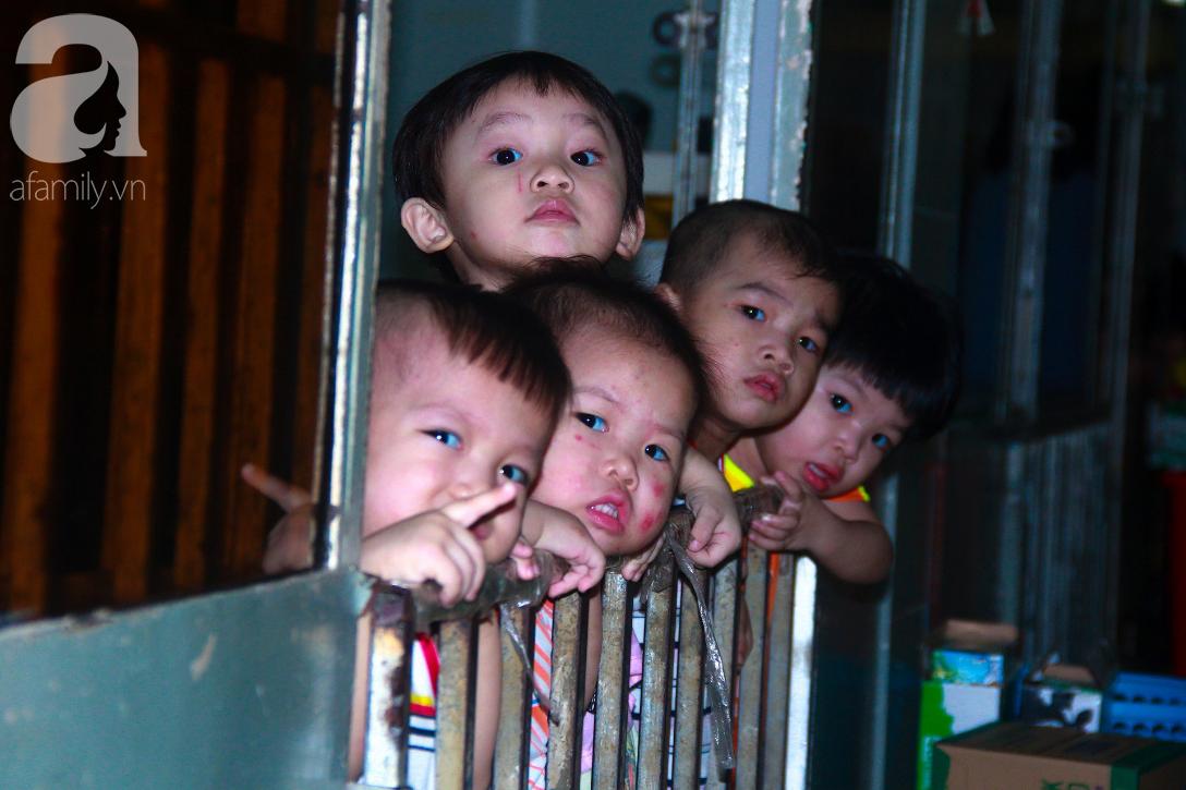 Ánh mắt cầu cứu của 232 đứa trẻ bị bố mẹ bỏ rơi, lớn lên