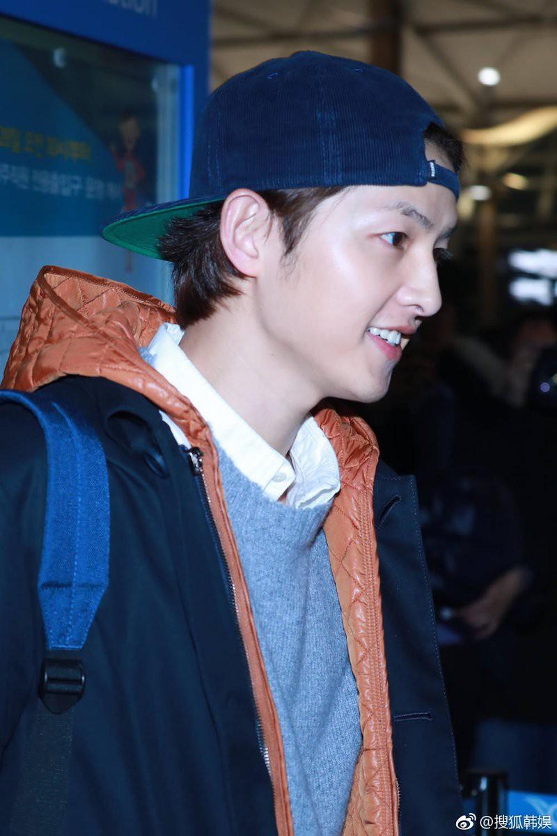 Ơn trời, cuối cùng Song Joong Ki đã chính thức lộ diện rồi! - Ảnh 6.