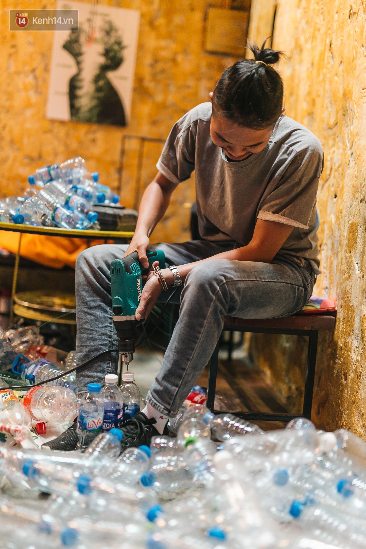 Chuyện chàng trai lớn lên từ ngôi làng ung thư quyết tâm tạo một quán cafe từ hàng nghìn đồ tái chế giữa phố cổ Hà Nội - Ảnh 7.