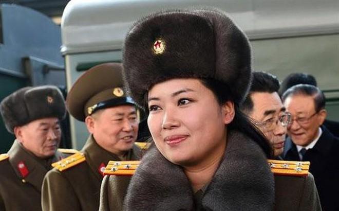 NÓNG: Trưởng nhóm nhạc nữ nổi tiếng Triều Tiên theo đoàn Chủ tịch Kim Jong Un tới Hà Nội - Ảnh 1.