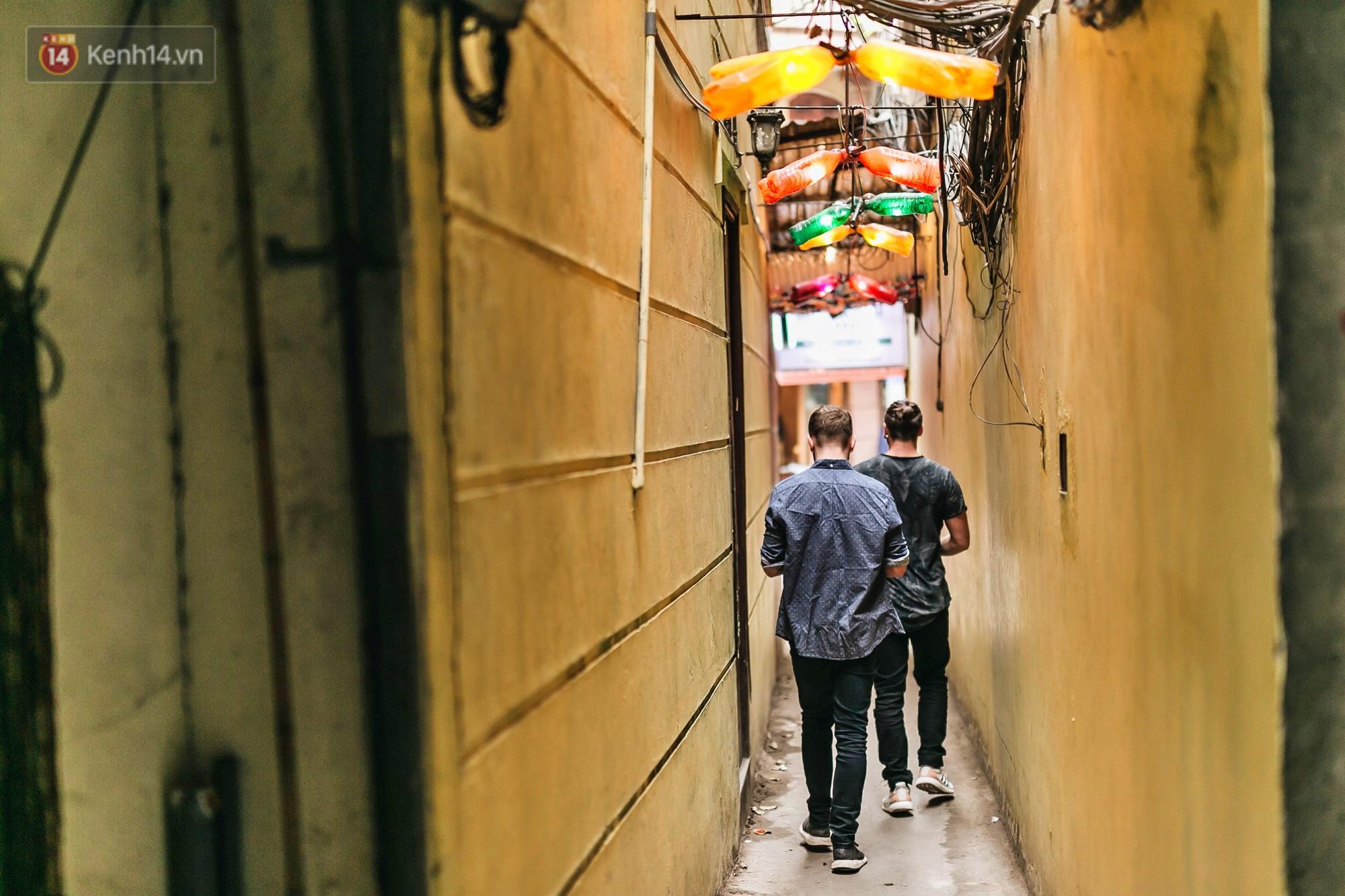 Quán cà phê tái chế lớn nhất Hà Nội: Ý tưởng bắt nguồn từ làng ung thư.2