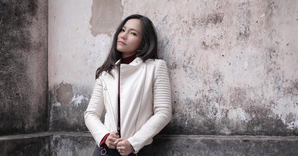 Khác biệt ứng xử giữa Lý Phương Châu và Linh Chi: Người xin lỗi vì làm liên lụy đến đoàn phim, kẻ thản nhiên lên mạng khoe tiền - Ảnh 1.