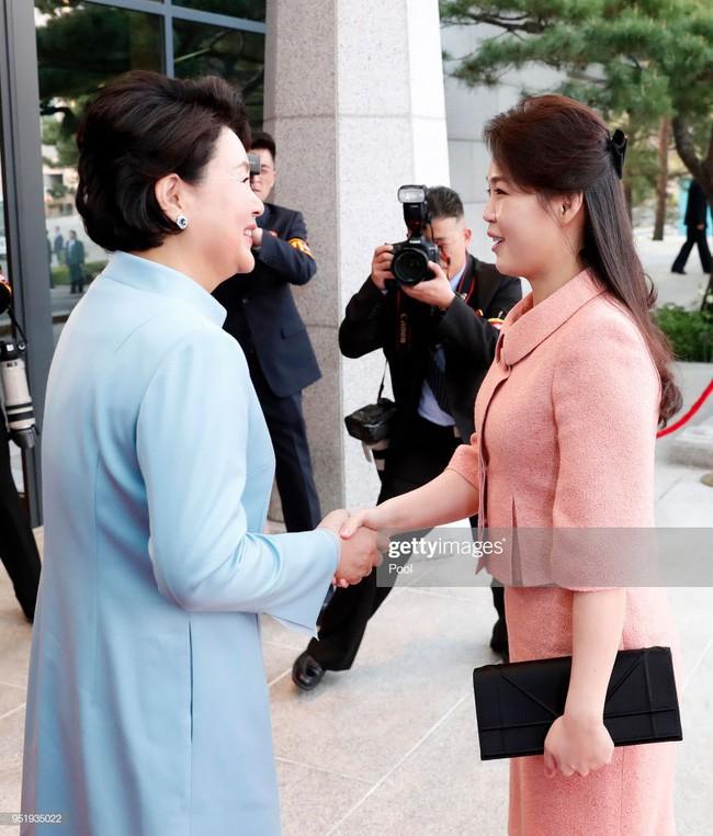 Ngoài phong cách, Đệ nhất phu nhân Triều Tiên còn sở hữu làn da và mái tóc đáng ngưỡng mộ - Ảnh 2.