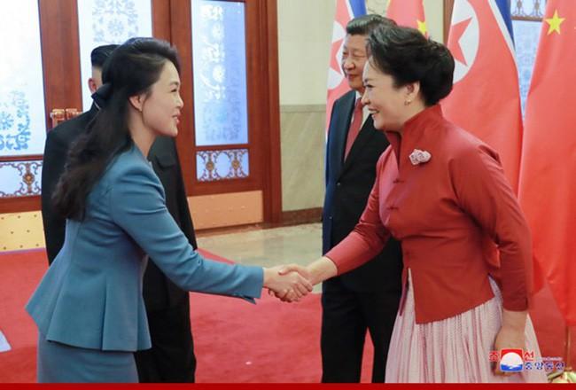 Ngoài phong cách, Đệ nhất phu nhân Triều Tiên còn sở hữu làn da và mái tóc đáng ngưỡng mộ - Ảnh 5.