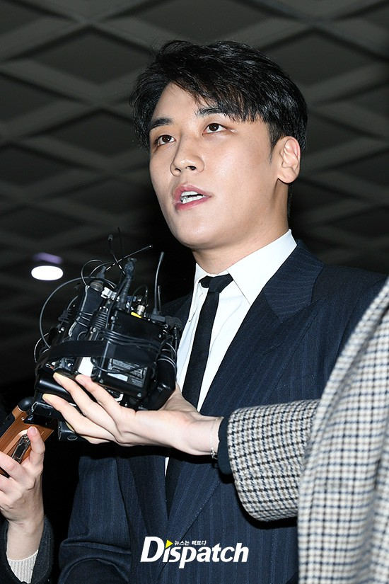 Following the series, Seungri (Big Bang) was officially presented to the police: Walk a car, wear a suit, quietly answer a conversation - Photo 8.