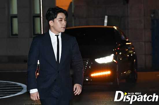 Following the series, Seungri (Big Bang) was officially presented to the police: Walk a car, wear a suit, quietly answer a conversation - Photo 2.
