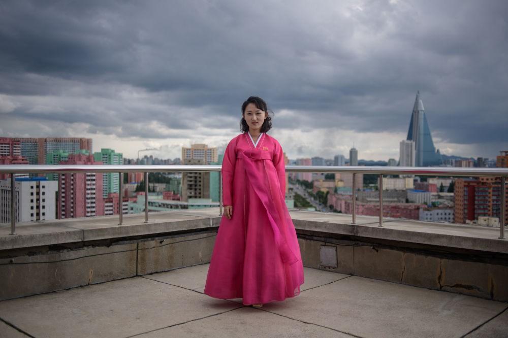 Ngắm vẻ đẹp vừa dịu dàng vừa mạnh mẽ của các bóng hồng Triều Tiên trong những bức ảnh đời thường - Ảnh 2.