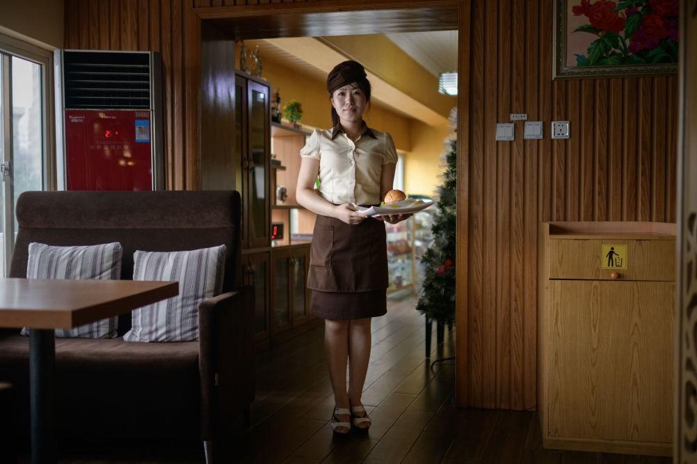 Ngắm vẻ đẹp vừa dịu dàng vừa mạnh mẽ của các bóng hồng Triều Tiên trong những bức ảnh đời thường - Ảnh 4.