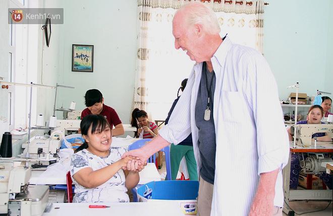 """Câu chuyện xúc động về một cựu binh Mỹ trở lại Việt Nam sau 47 năm và trở thành """"cha nuôi"""" của những đứa trẻ da cam ở Đà Nẵng - Ảnh 1."""