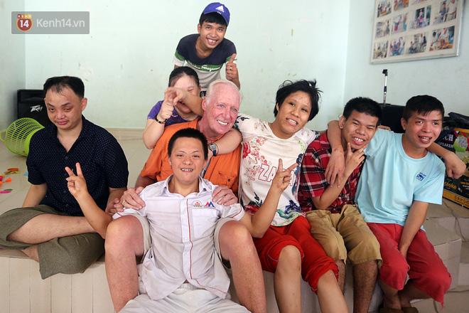 """Câu chuyện xúc động về một cựu binh Mỹ trở lại Việt Nam sau 47 năm và trở thành """"cha nuôi"""" của những đứa trẻ da cam ở Đà Nẵng - Ảnh 10."""