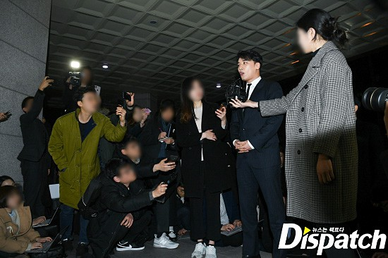 Following the series, Seungri (Big Bang) officially presented himself to the police: Walk a car, wear a suit, calmly answer a conversation - Photo 5.