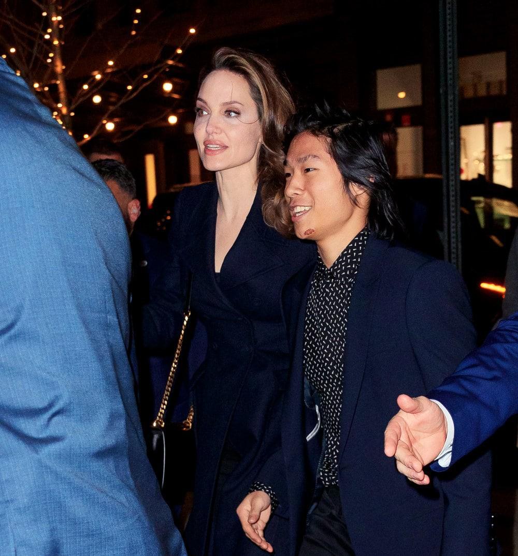 Khung cảnh hiếm hoi: Angelina Jolie đưa cả 6 đứa con đi dự sự kiện và dàn nhóc tỳ xưa kia giờ đã lớn lắm rồi! - Ảnh 8.