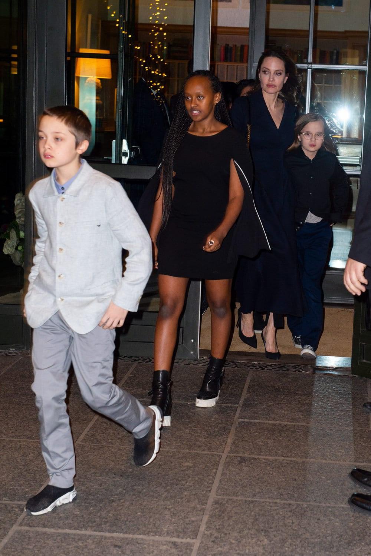 Khung cảnh hiếm hoi: Angelina Jolie đưa cả 6 đứa con đi dự sự kiện và dàn nhóc tỳ xưa kia giờ đã lớn lắm rồi! - Ảnh 4.