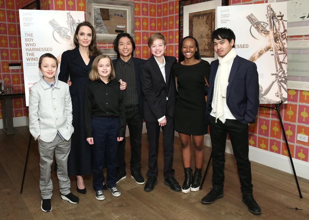 Khung cảnh hiếm hoi: Angelina Jolie đưa cả 6 đứa con đi dự sự kiện và dàn nhóc tỳ xưa kia giờ đã lớn lắm rồi! - Ảnh 1.