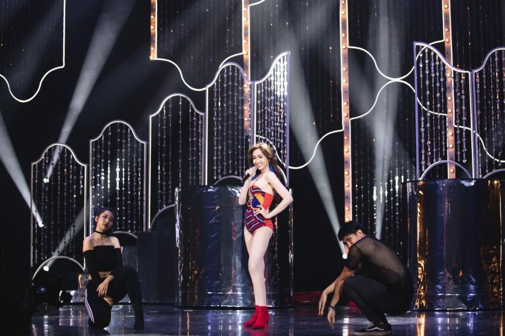 Đại diện Việt Nam có tin vui đầu tiên tại Hoa hậu Chuyển giới Quốc tế, tung trọn quốc phục Lô tô gây tranh cãi! - Ảnh 2.