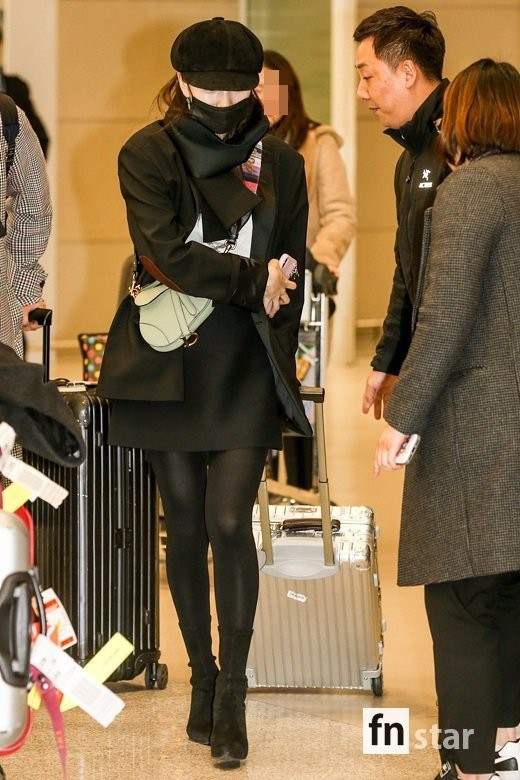 Suzy's mother Kim Tan has plunged into the airport: she's still showing her legs to the top door, hard-to-age hack party - photo 2.