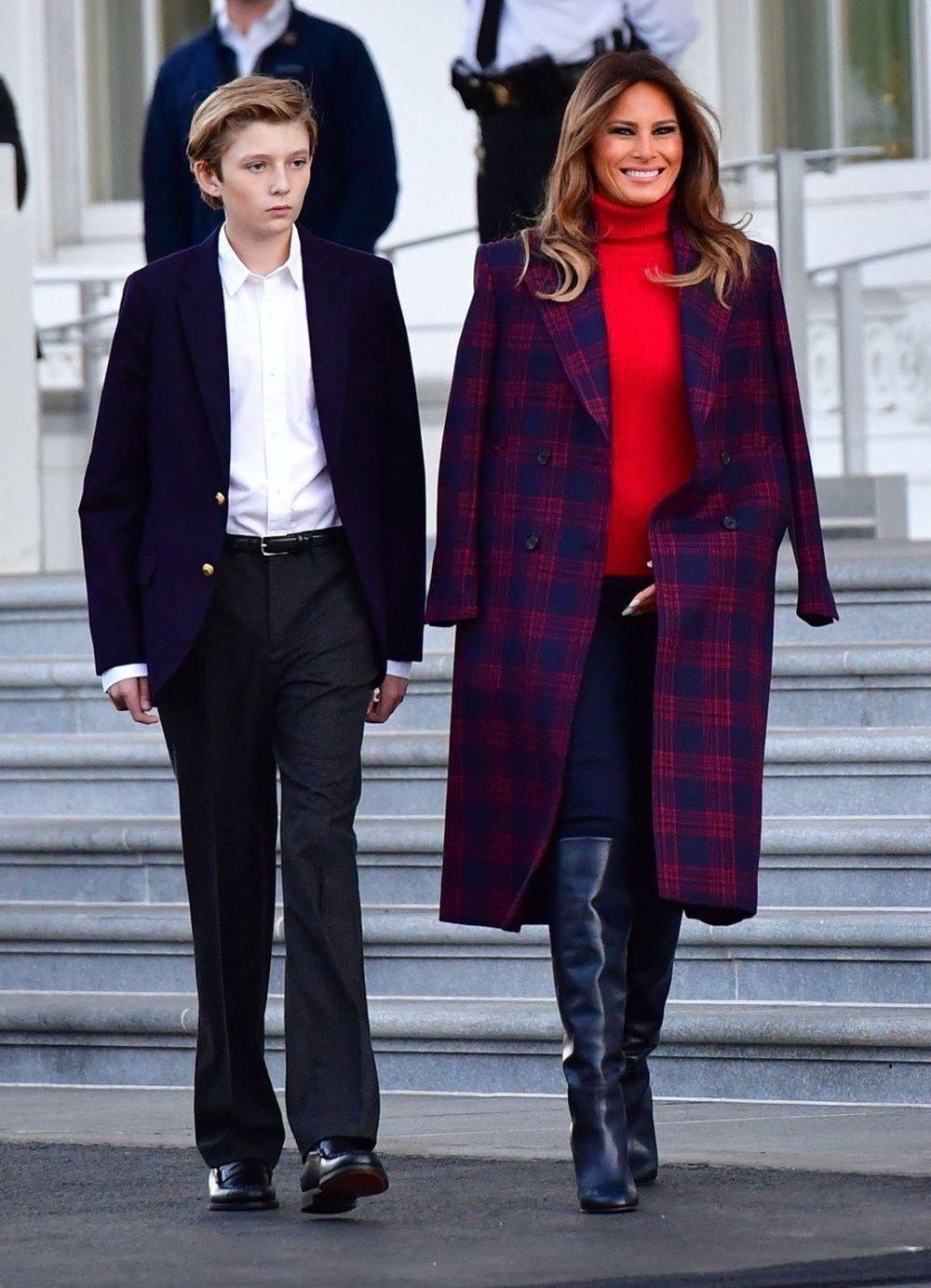 """Đã đẹp trai còn hay mặc suit, hèn gì cậu út nhà Trump đang là """"nam thần"""" được cả thế giới quan tâm - Ảnh 2."""