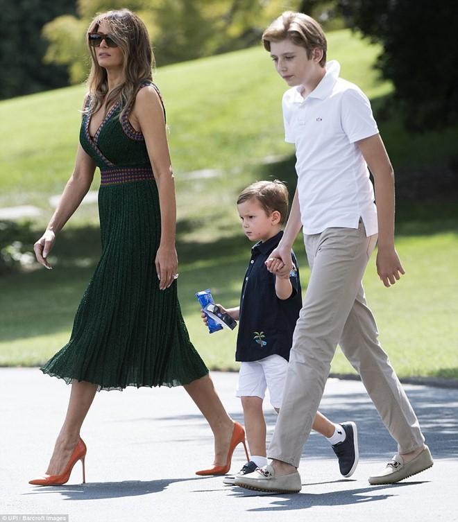 """Đã đẹp trai còn hay mặc suit, hèn gì cậu út nhà Trump đang là """"nam thần"""" được cả thế giới quan tâm - Ảnh 13."""