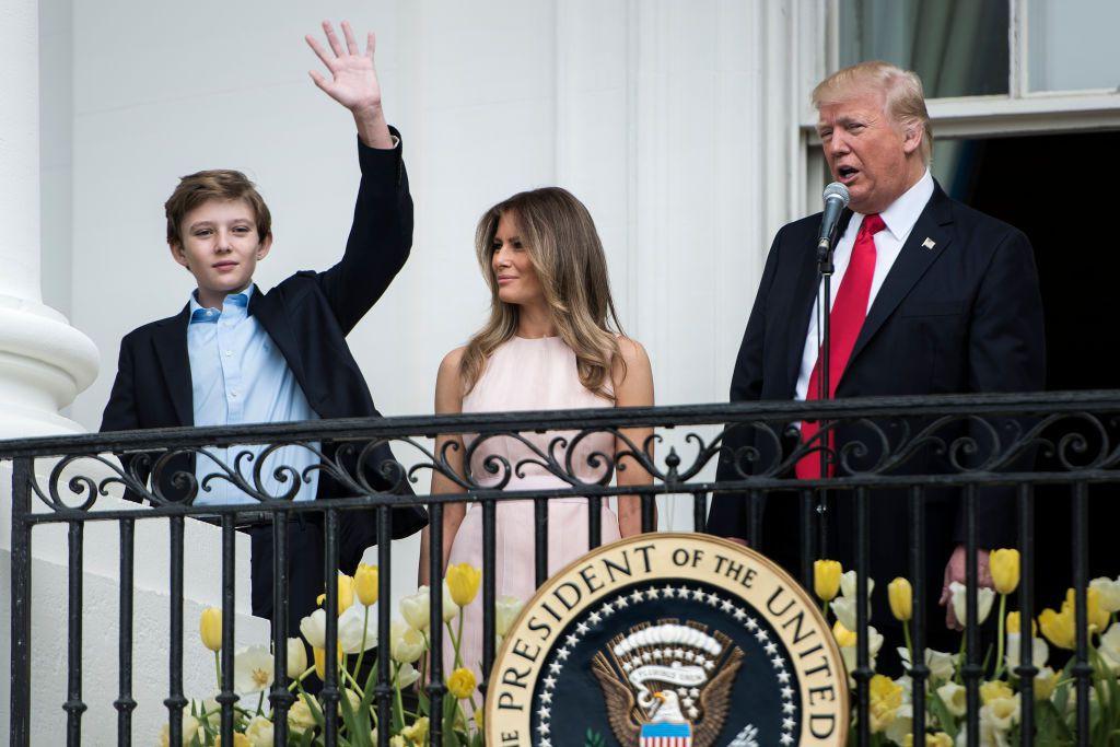 """Đã đẹp trai còn hay mặc suit, hèn gì cậu út nhà Trump đang là """"nam thần"""" được cả thế giới quan tâm - Ảnh 5."""