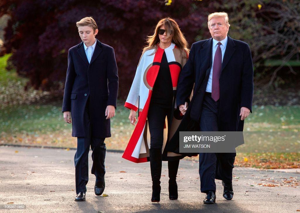 """Đã đẹp trai còn hay mặc suit, hèn gì cậu út nhà Trump đang là """"nam thần"""" được cả thế giới quan tâm - Ảnh 6."""