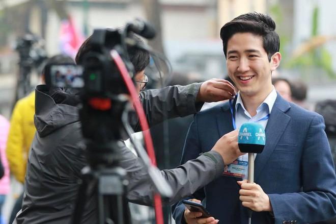 Dàn phóng viên Hàn Quốc và Nhật Bản bỗng dưng nổi tiếng trên mạng xã hội khi tác nghiệp tại hội nghị thượng đỉnh Mỹ - Triều - Ảnh 1.