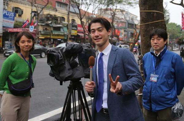 Dàn phóng viên Hàn Quốc và Nhật Bản bỗng dưng nổi tiếng trên mạng xã hội khi tác nghiệp tại hội nghị thượng đỉnh Mỹ - Triều - Ảnh 14.