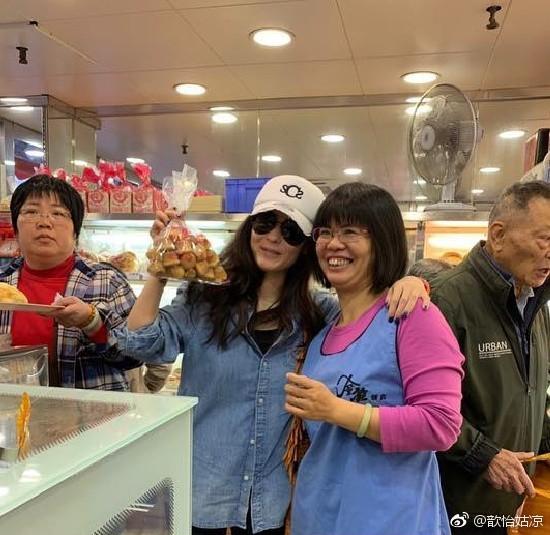 Đi chợ cóc shopping sắm Tết, Trương Bá Chi đang kiệt quệ tài chính sau khi sinh con cho người tình đại gia? - Ảnh 3.
