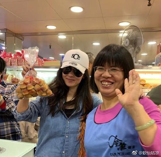 Đi chợ cóc shopping sắm Tết, Trương Bá Chi đang kiệt quệ tài chính sau khi sinh con cho người tình đại gia? - Ảnh 2.