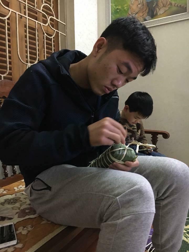 Những lần gói bánh chưng của cầu thủ Việt khiến cư dân mạng phải trầm trồ - Ảnh 1.