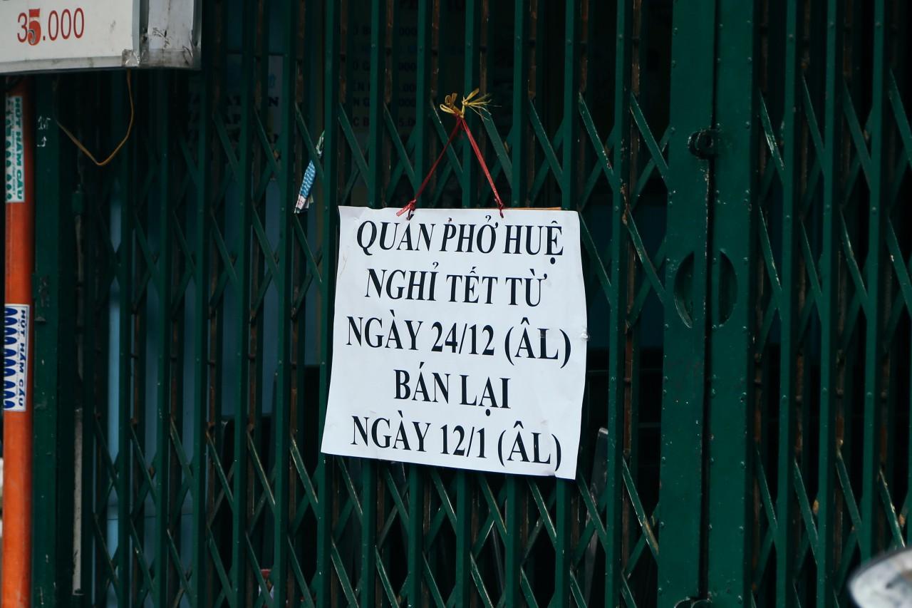 Đây là khoảnh khắc khiến bạn nhận ra Sài Gòn đã chuyển từ đón Tết sang ăn Tết: Quán xá đóng cửa hàng loạt, phố phường bình yên chậm rãi - Ảnh 13.
