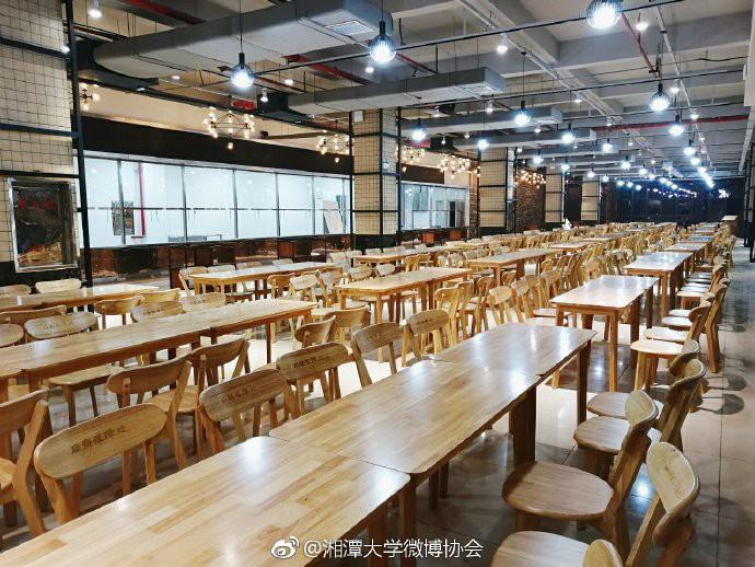Căng tin trường đại học xịn sò như nhà hàng cao cấp, có cả thang cuốn phục vụ sinh viên - Ảnh 4.