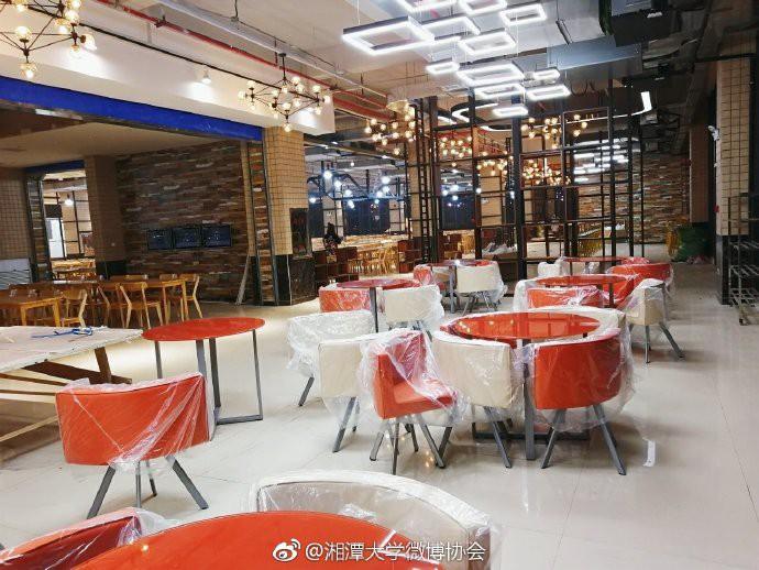 Căng tin trường đại học xịn sò như nhà hàng cao cấp, có cả thang cuốn phục vụ sinh viên - Ảnh 5.