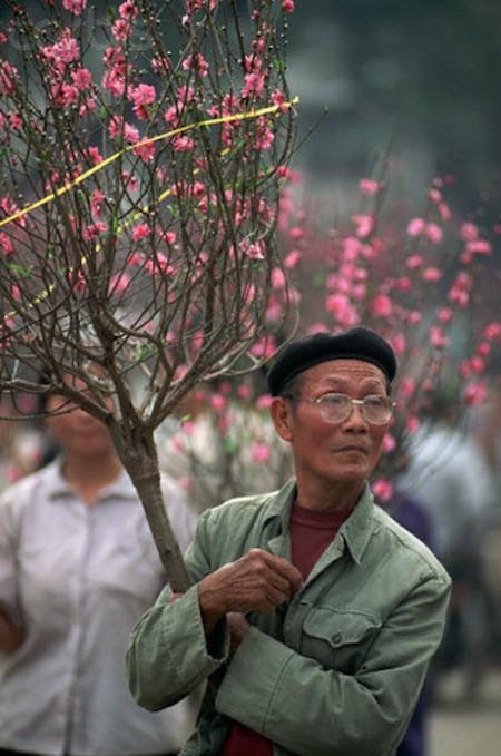 Khám phá Hà Nội ngày Tết những năm 90 qua lăng kính phóng viên nước ngoài - Ảnh 5.
