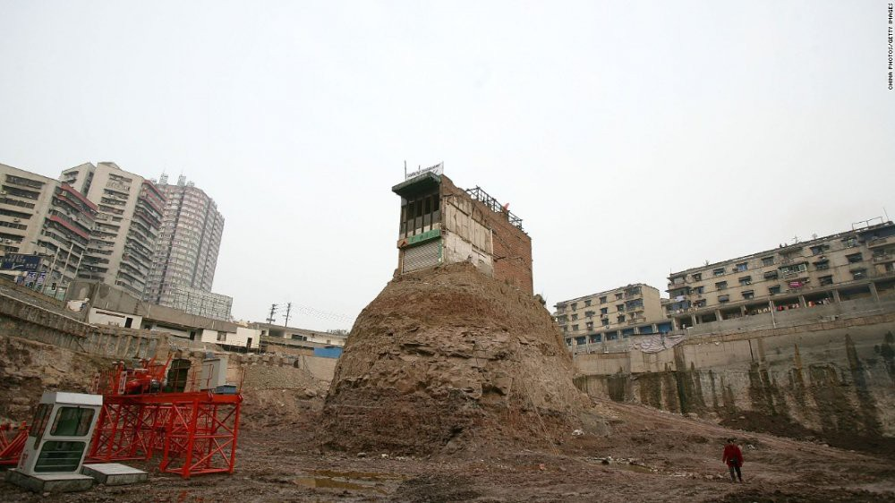 Trung Quốc: Kỳ lạ những ngôi nhà 4 mặt tiền lọt thỏm giữa cao tốc - Ảnh 5.
