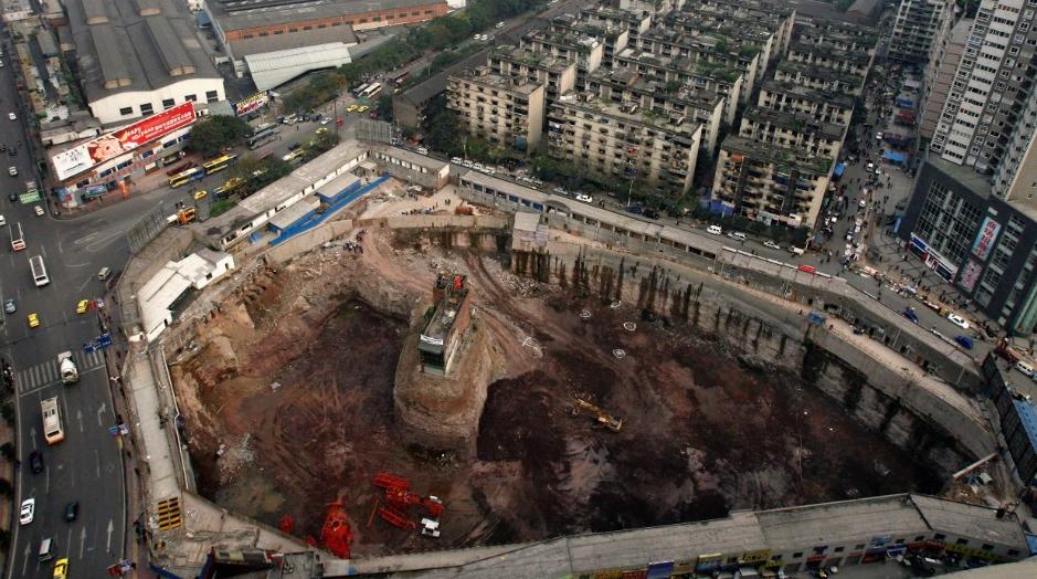 Trung Quốc: Kỳ lạ những ngôi nhà 4 mặt tiền lọt thỏm giữa cao tốc - Ảnh 6.