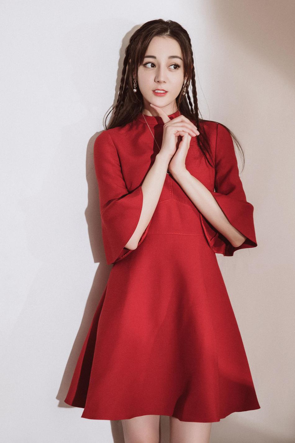 Hậu trường Gala chào xuân rực sắc đỏ mừng năm mới của Địch Lệ Nhiệt Ba - Dương Tử cùng dàn sao đình đám - Ảnh 2.