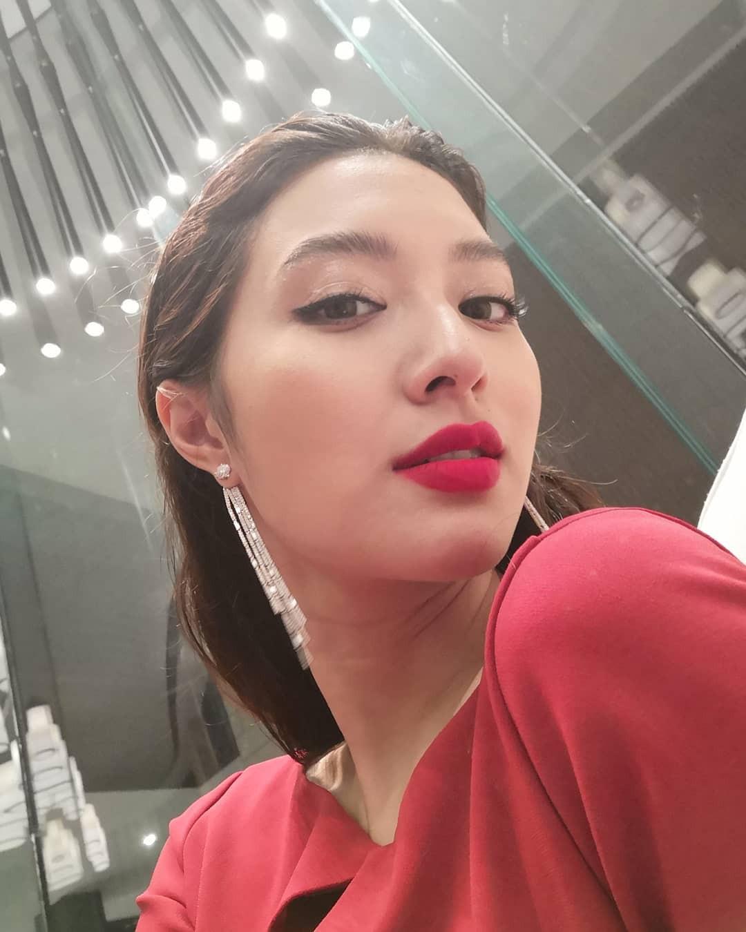 Top 10 mỹ nhân đẹp nhất đài truyền hình quyền lực Thái Lan: Toàn 9X đắt giá nhưng vẫn bị chị đại quyền lực vượt mặt - Ảnh 15.
