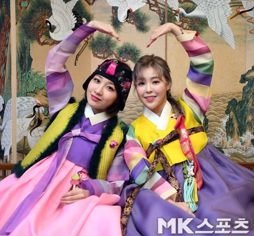 SNSD, BTS và dàn sao Hàn đồng loạt chúc Tết: Người bận bịu vẫn chụp ảnh tặng fan, người diện hanbok đón Xuân - Ảnh 19.